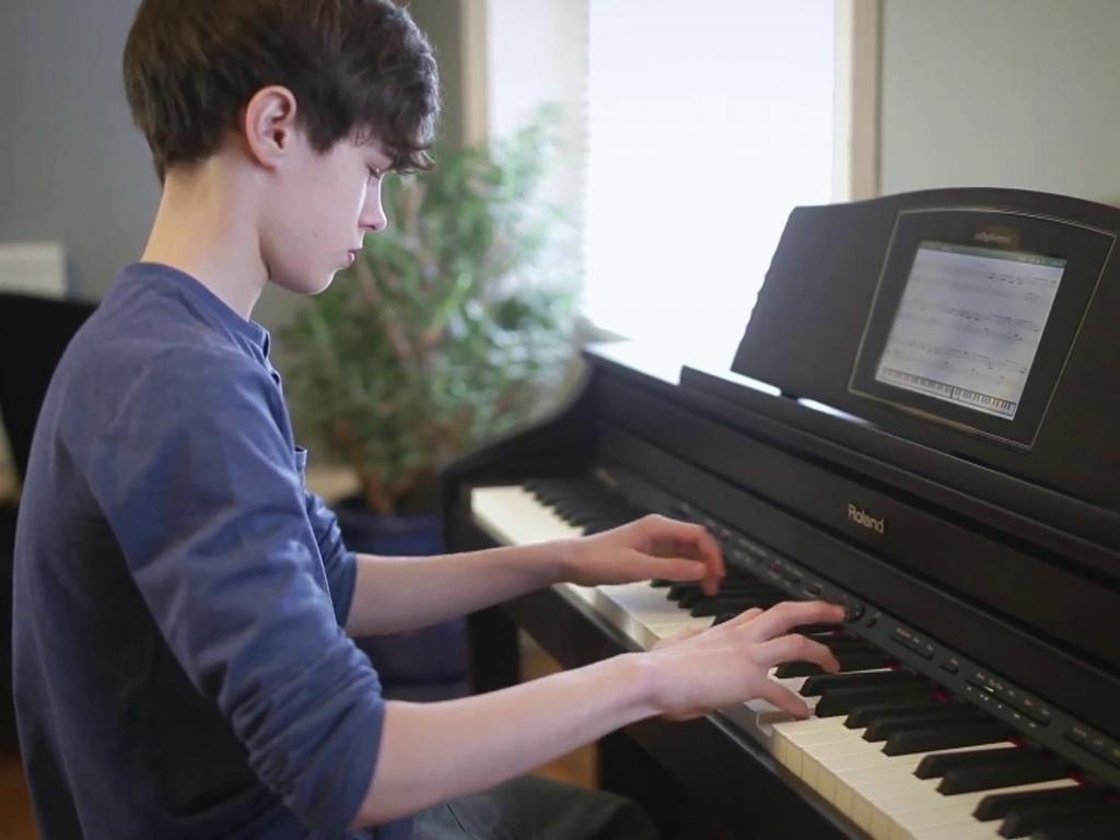 học đàn piano tại trung tâm