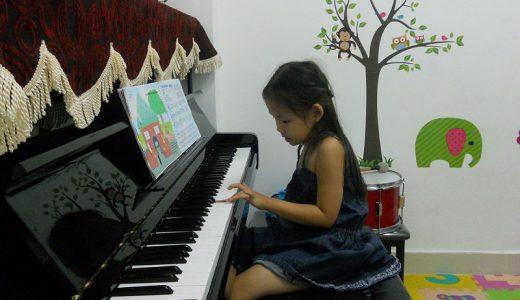 Đừng vội vàng khi chọn mua đàn cho trẻ mà hãy giúp con làm quen, yêu thích và tận hưởng âm nhạc trước. Những cây đàn piano Cơ và điện luôn mang lại sức mạnh và truyền cảm hứng cho đam mê âm nhạc của trẻ.
