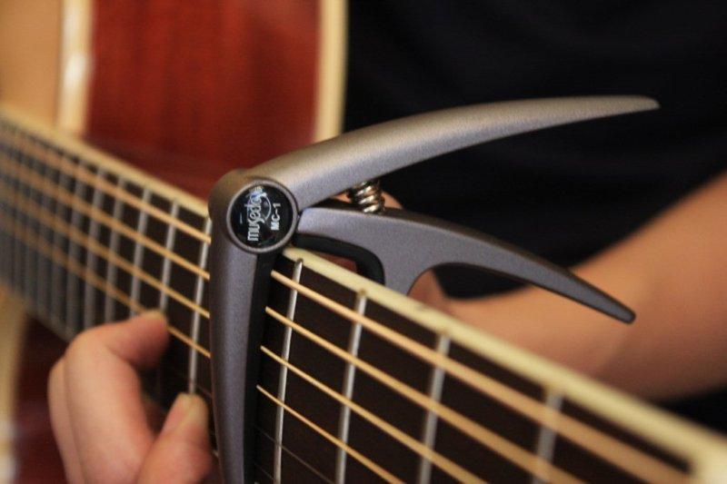 Sử dụng capo đàn guitar cần lưu ý điều gì? 1